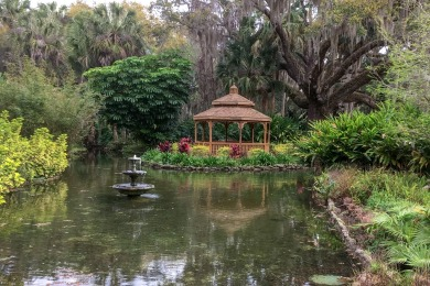 We visited Washington Oaks Gardens State Park several times during our stay at Palm Coast, FL. Serene and deserted, it was a short and pleasant morning bike ride from our motel.